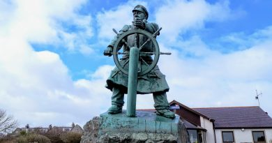 To show the external of Moelfre sea watch complete with the memorial statue.